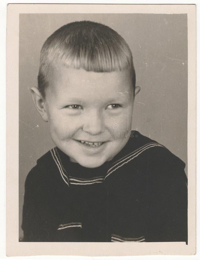 Sovjetiskt svartvitt ståendefotografi för Od av lite pojken royaltyfri fotografi