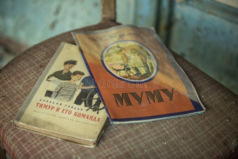 sovjetliteratuur in verlaten school 3 van Pripyat royalty-vrije stock afbeeldingen