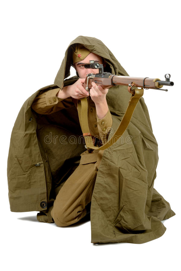 Sovjetsluipschutter met zijn geweer stock foto's
