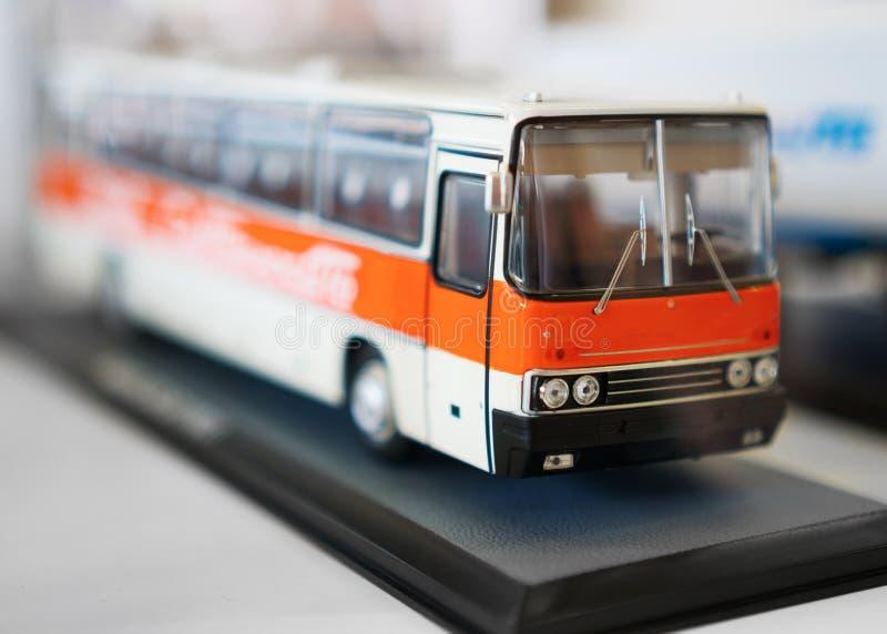 Sovjetstuk speelgoed busmodel stock afbeelding