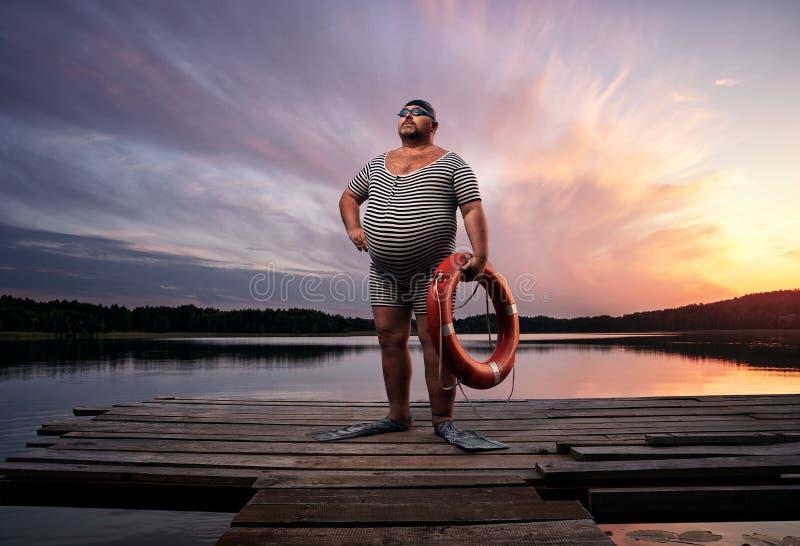 Sovrappeso di Fuunny, retro nuotatore immagine stock libera da diritti