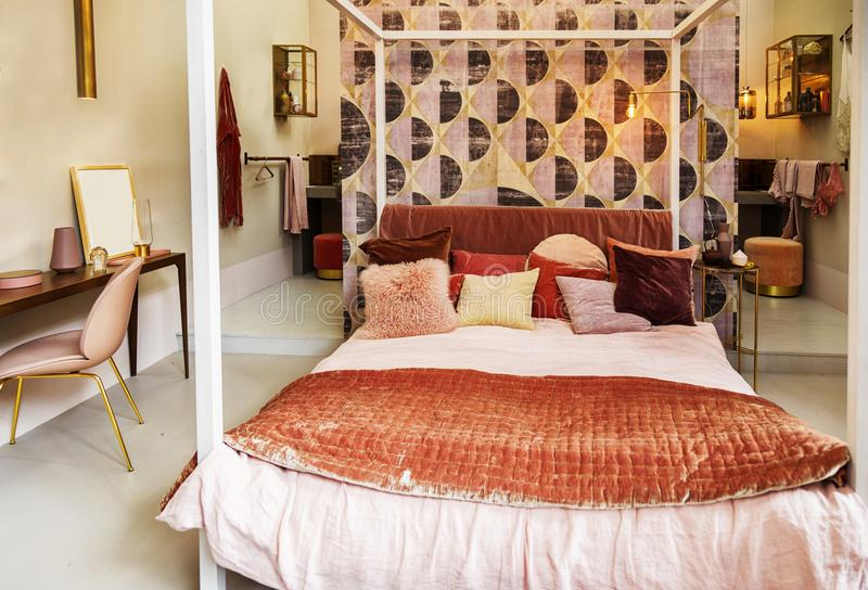 Sovrum i landsstil arkivfoto