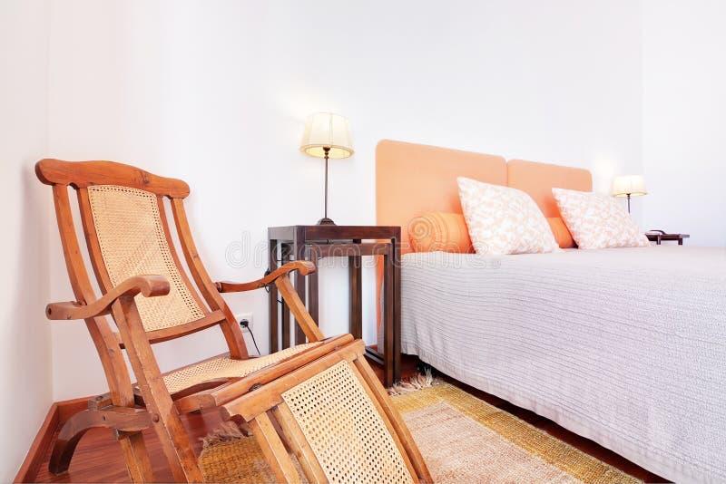 Sovrum med lampshades. arkivbild