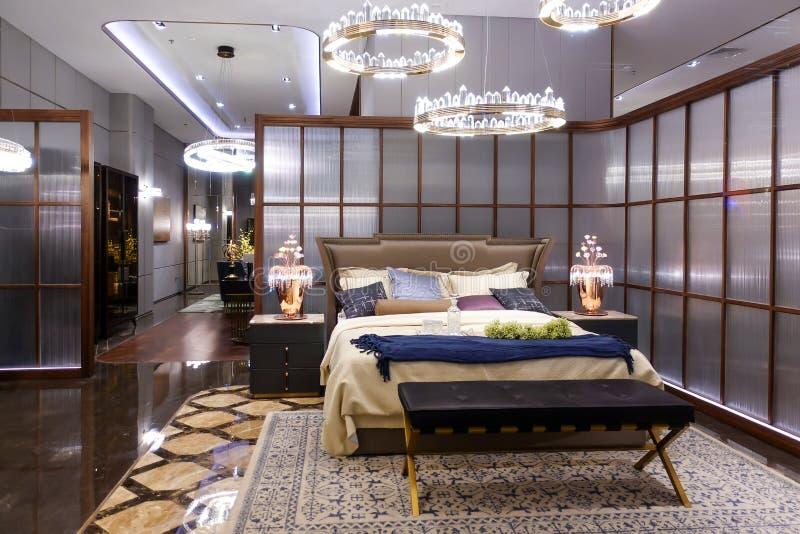 Sovrummöblemang i houseroom för lyxigt hotell royaltyfri fotografi
