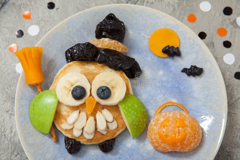 Sowa blin dla dzieciaków śniadaniowych na Halloween fotografia royalty free