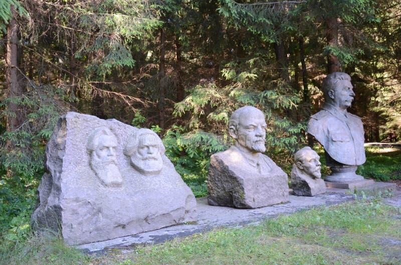 Sowjetische Statuen in Grutas-Park lizenzfreies stockbild