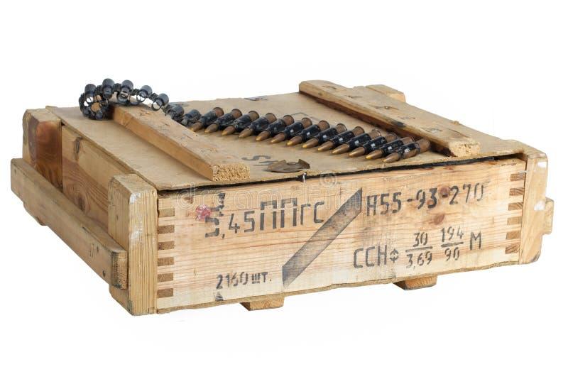 Sowjetischer Armeemunitionskasten Text auf russisch - Art der Munition lizenzfreie stockbilder
