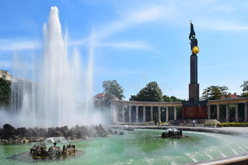 Sowjetisches Monument und Brunnen, Schwarzenberg-Quadrat, Wien stockfoto