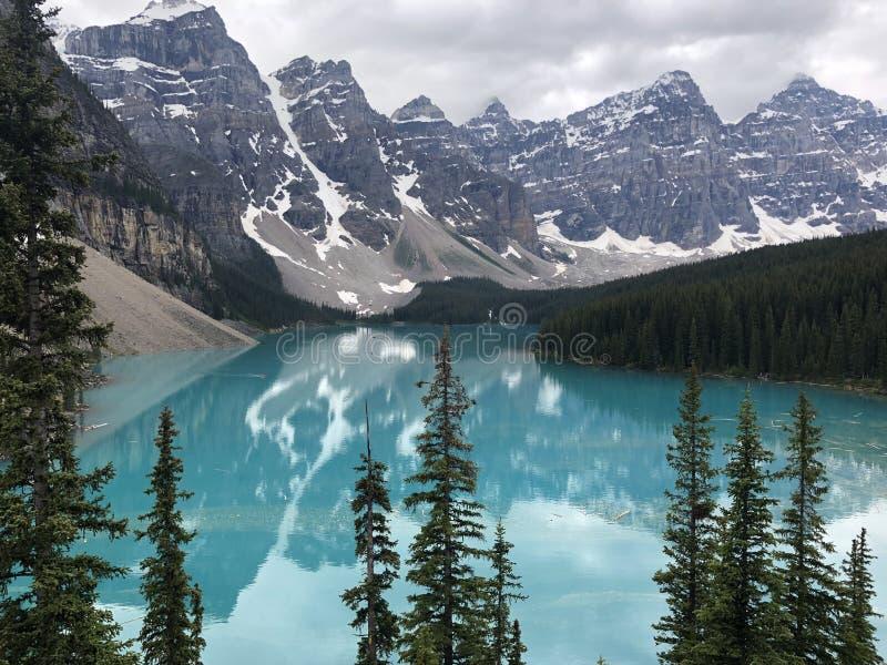 Soyez confondu par la perfection du lac moraine photographie stock