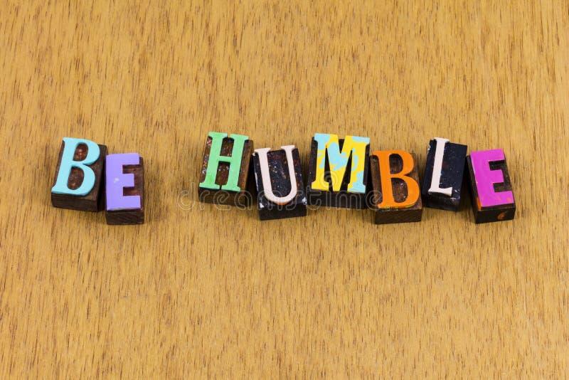 Soyez humble et attentionné remerciant de rester aimable lettre de presse phrase image libre de droits