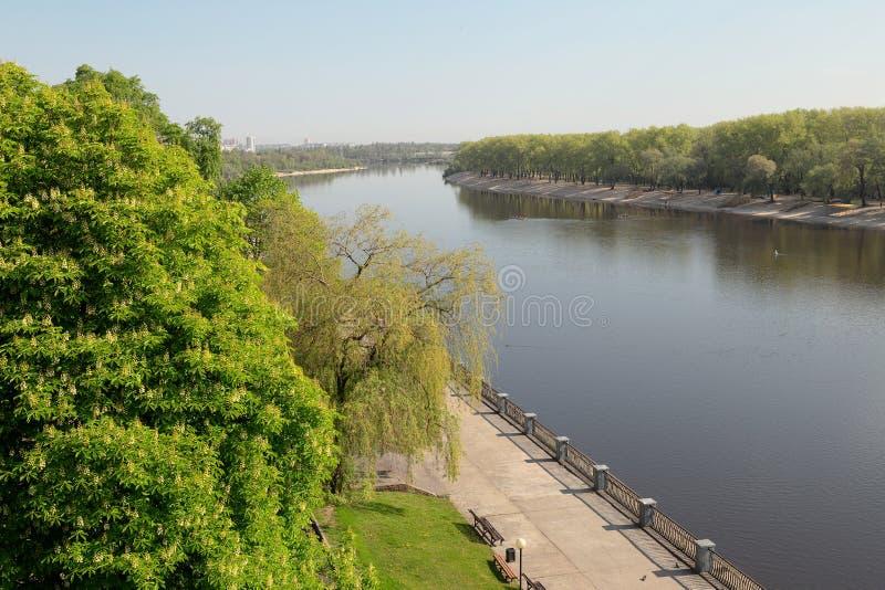 Sozh rzeczny bulwar blisko pałac i parka zespołu w Gomel, Białoruś obraz stock