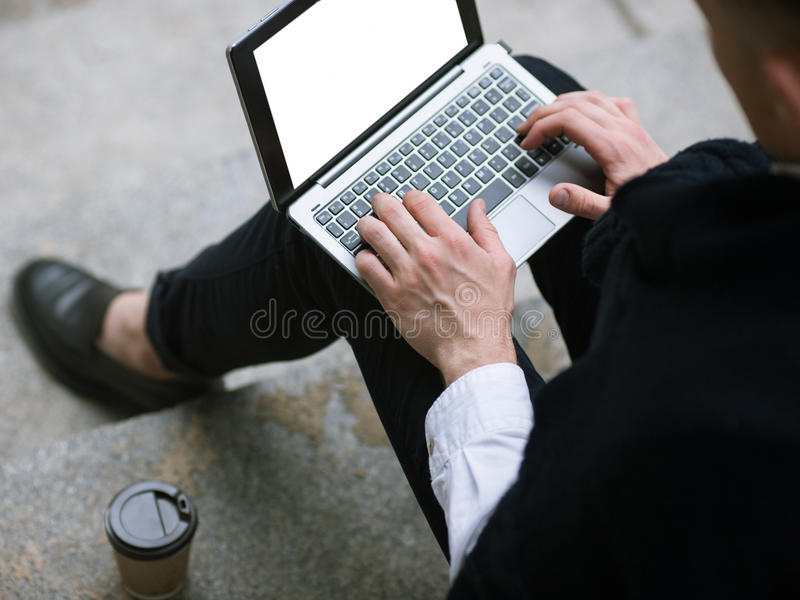 Sozial-Media Communication Technologie für Männer stockbild