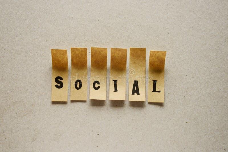 Sozial - Wort in den klebrigen Buchstaben lizenzfreies stockfoto