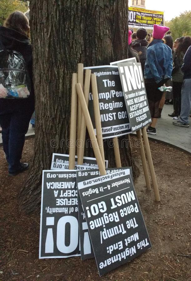 Sozialaktivismus, Anti-Trumpf-Sammlung, Washington Square Park, NYC, NY, USA stockfotografie