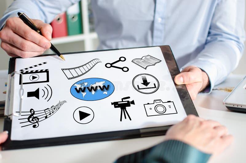 Sozialaustausch von informationen-Konzept auf einem Klemmbrett lizenzfreie abbildung