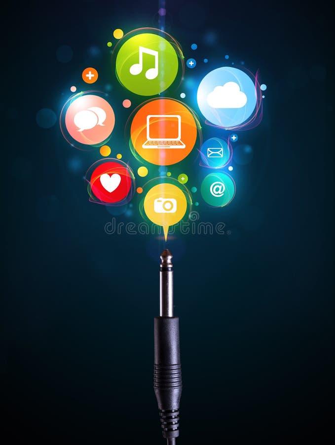 Sozialmedienikonen, die aus elektrische Leitung herauskommen lizenzfreie abbildung