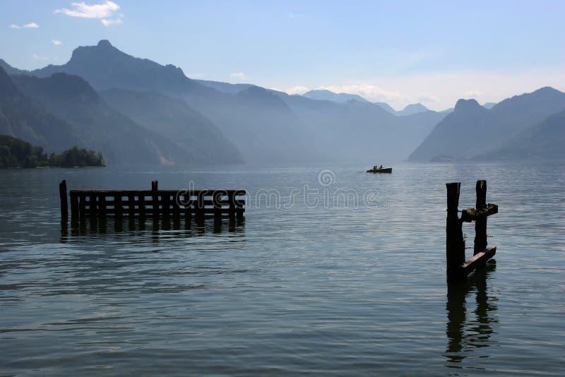 Sozinho no lago imagem de stock royalty free