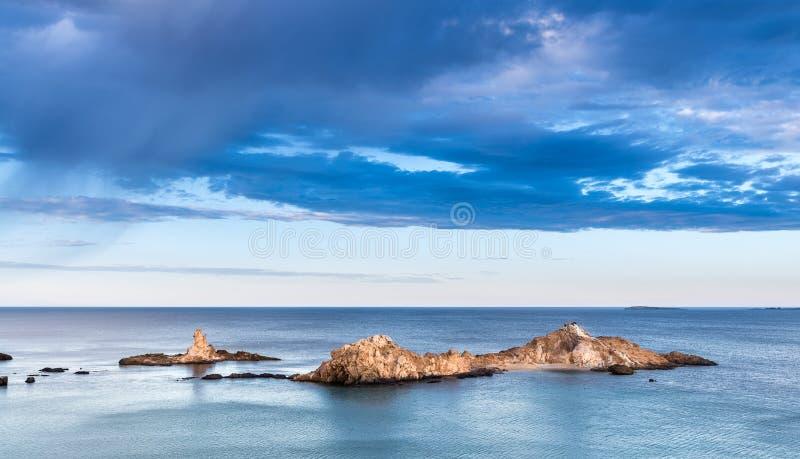 Sozinho no mar fotos de stock