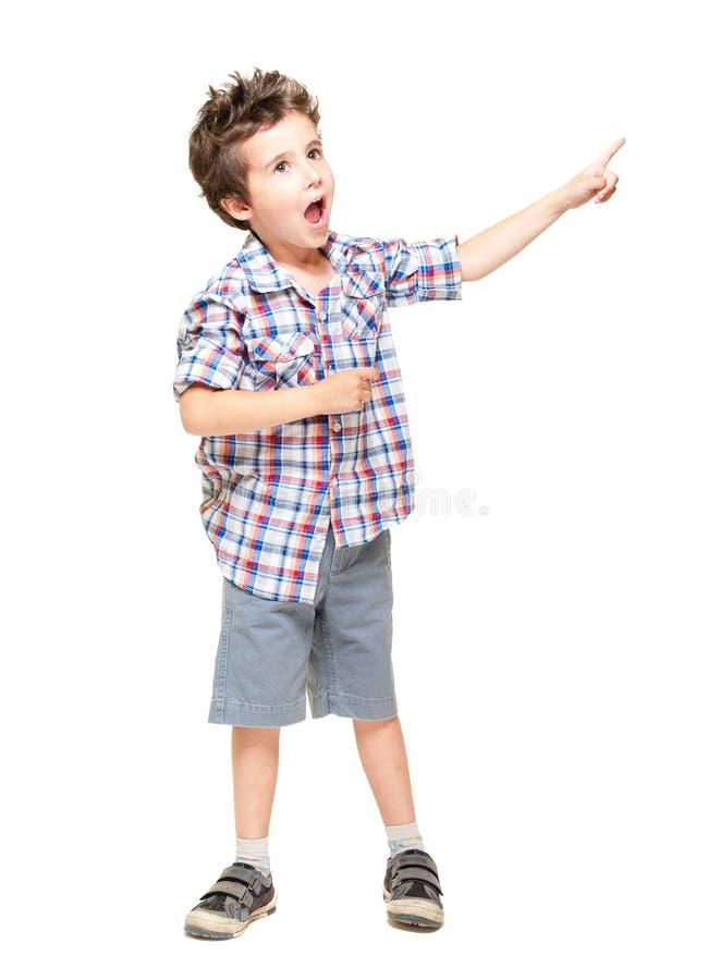 spännande pojke little som pekar royaltyfri foto