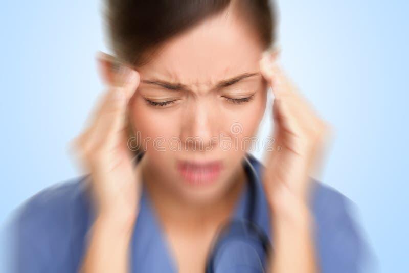 spänning för doktorshuvudvärksjuksköterska arkivfoton