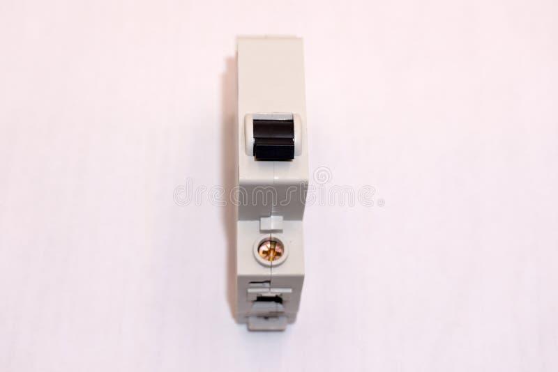 Spänningsväxel med elektrisk bakgrund för strömkretssäkerhetsbrytare royaltyfri bild