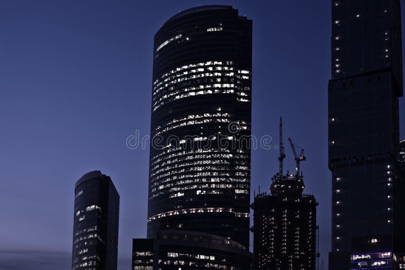 Spät nachts im neuen Geschäftszentrum, Moskau, stockbilder