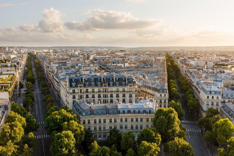 Später Nachmittag 16. Arrondissementdachspitzen, Paris, Frankreich lizenzfreie stockfotografie