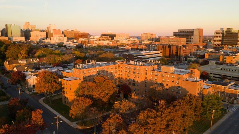 Später Nachmittags-Licht-im Stadtzentrum gelegene Stadt-Skyline Wilmingtons Deleware stockbilder
