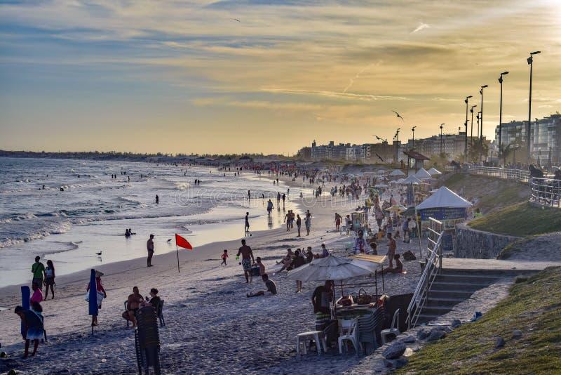 Spätnachmittag am brasilianischen Strand stockbild