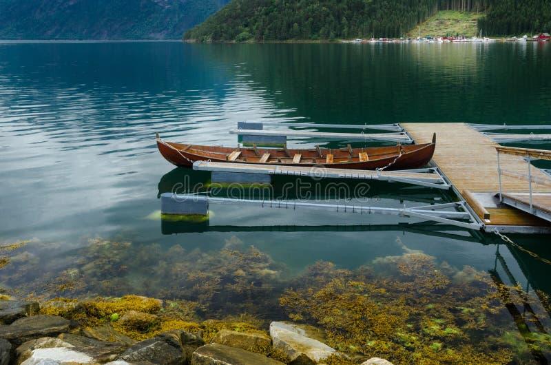 Spławowy molo w Norweskim fiordzie obraz stock