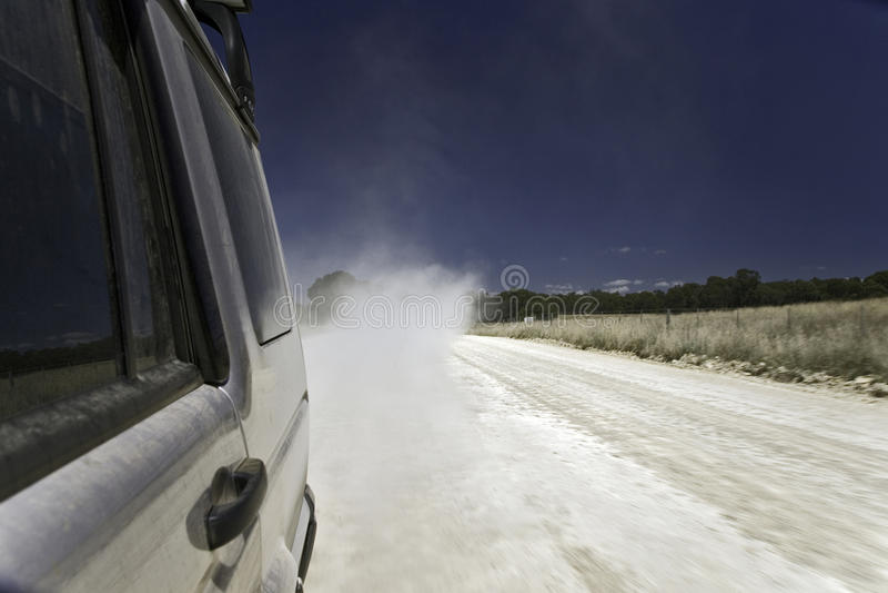 Download Spår för smutsdrevväg arkivfoto. Bild av buske, eucalyptus - 19789300