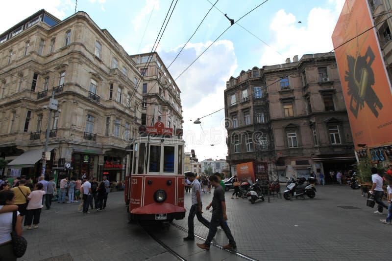 Spårvagn i gatan fotografering för bildbyråer