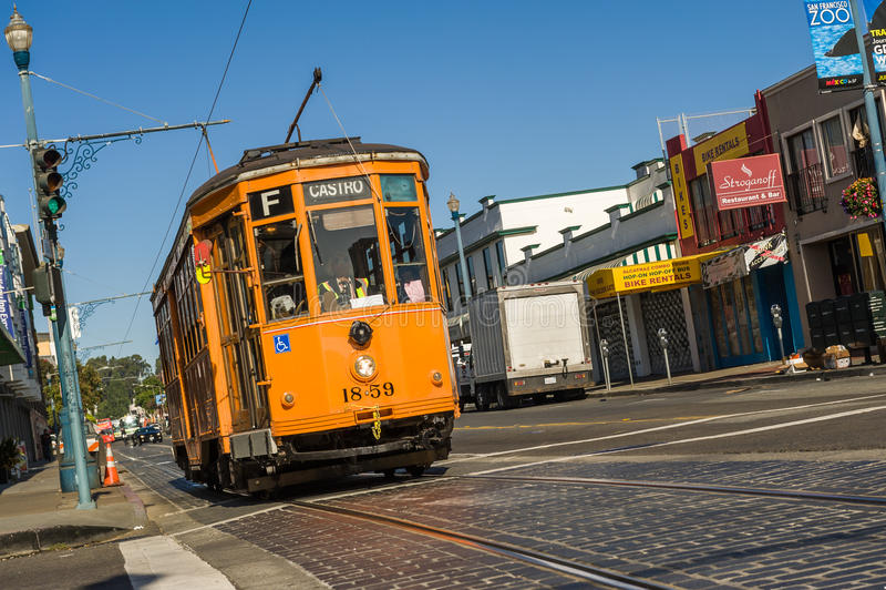 Spårvagn längs San Francisco gator arkivfoton