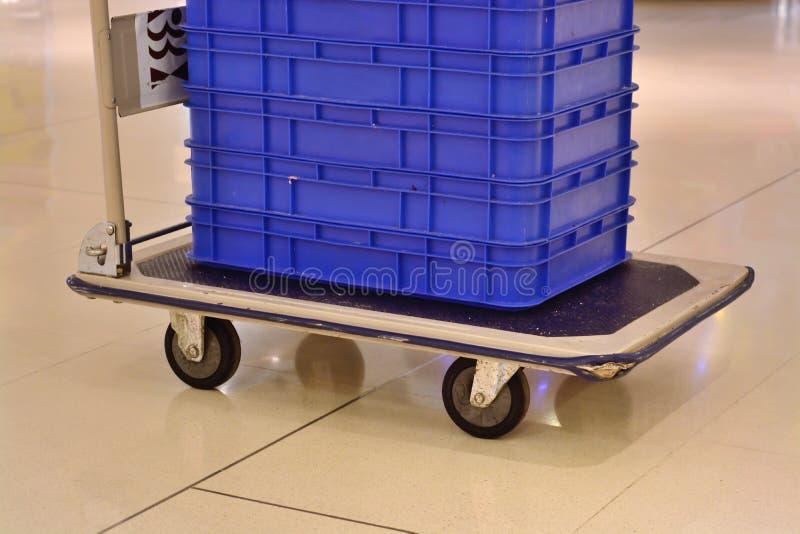 Spårvagn med askar i lager royaltyfri fotografi