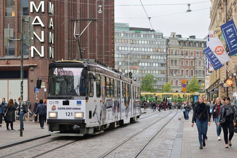 Spårvagn på gatan av Helsingfors, Finland arkivbild
