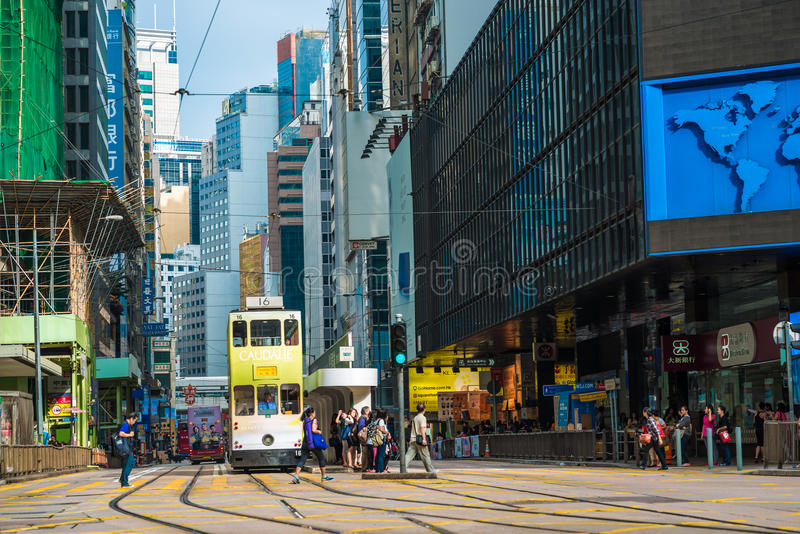 Spårvagnar också en turist- dragning för ha som huvudämne och den av den mest miljövänliga vägen av resanden i Hong Kong Spårvagn royaltyfri fotografi