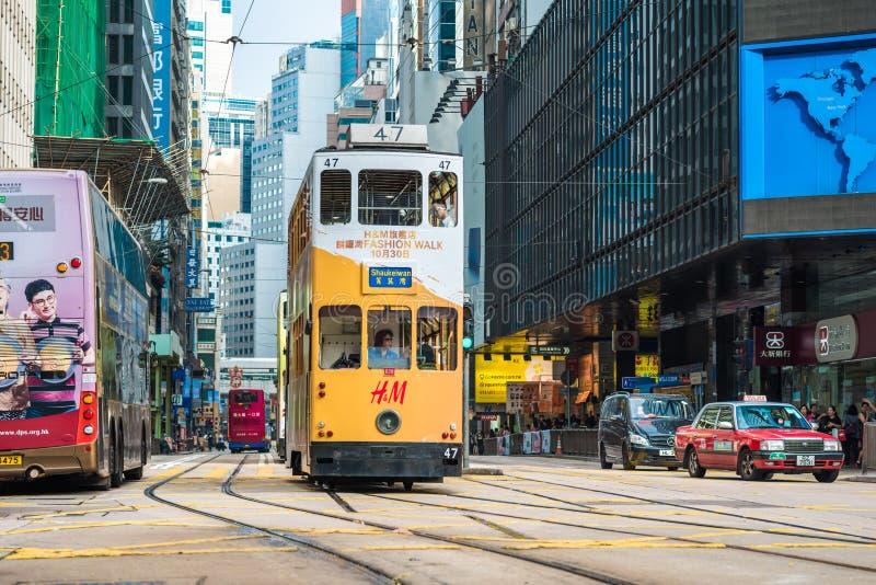 Spårvagnar också en turist- dragning för ha som huvudämne och den av den mest miljövänliga vägen av resanden i Hong Kong Spårvagn royaltyfri bild