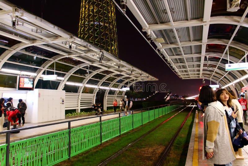 Sp?rvagnstation i den Guangzhou staden royaltyfri fotografi