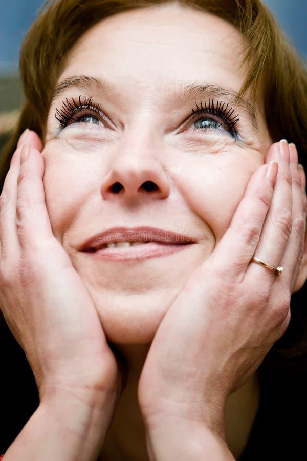 spójrz dojrzałą kobietę śnić zdjęcie royalty free