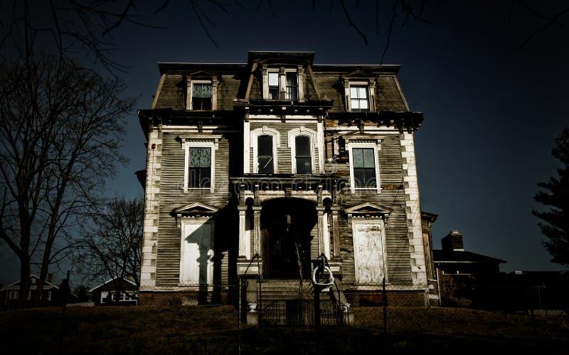spökat hus royaltyfri fotografi