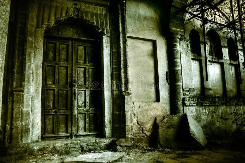 spökat hus för begrepp halloween royaltyfri fotografi