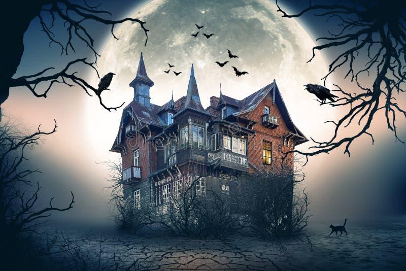 Spökat spöklikt hus royaltyfri bild