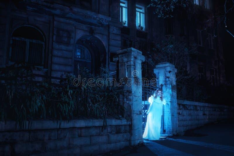 Spöke i natt royaltyfria foton