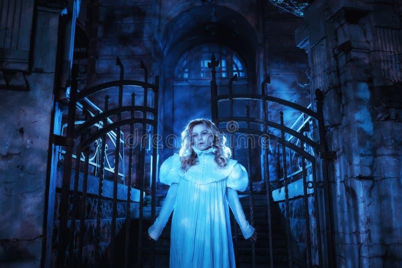 Spöke i natt royaltyfri foto