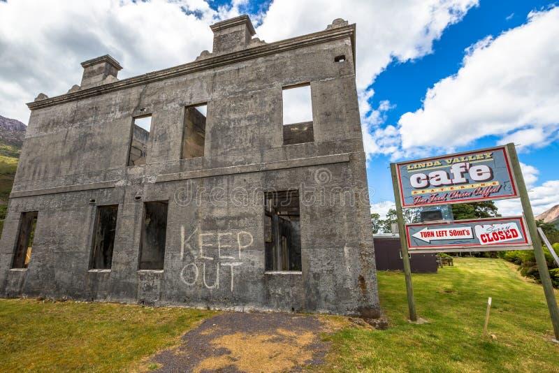 Spöke som bryter staden av Linda, Tasmanien royaltyfria bilder