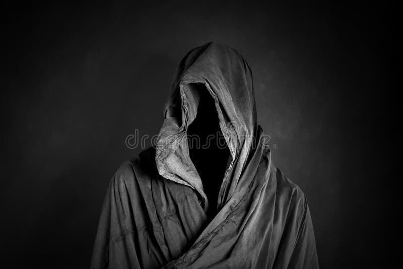 Spöklikt diagram i mörkret arkivfoton
