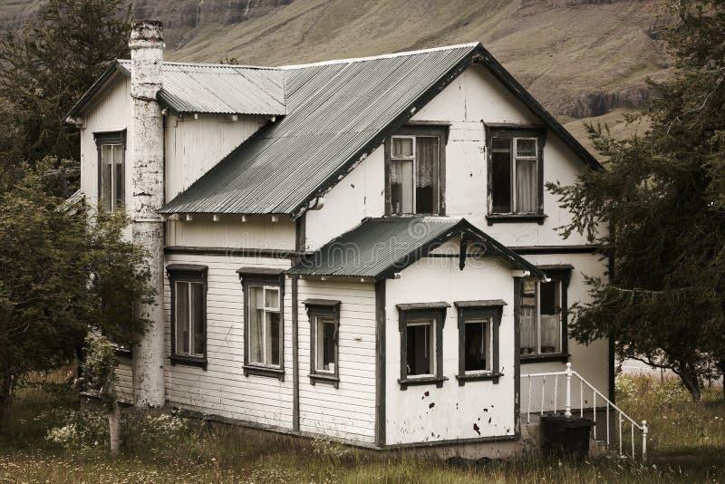 Spöklikt hus fotografering för bildbyråer