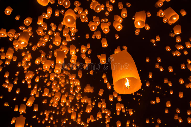 Spławowi lampiony w Yi Peng fastival zdjęcia stock