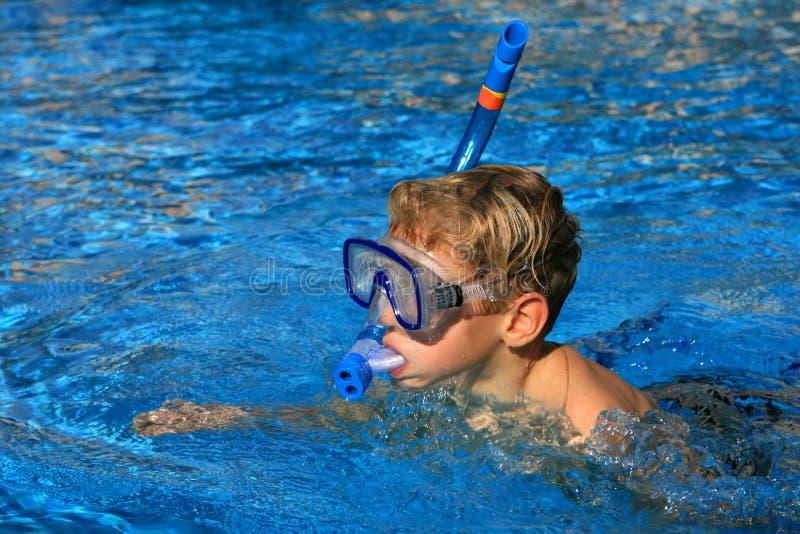 spławowy chłopiec basen zdjęcia royalty free