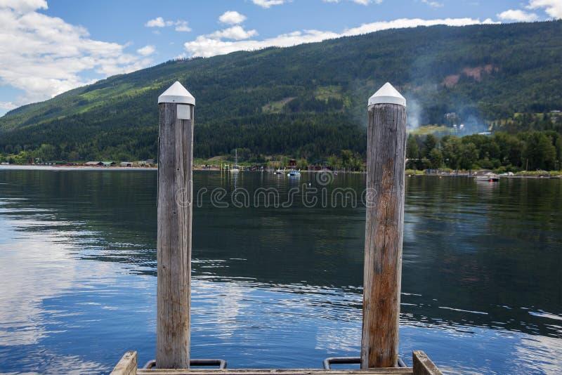 Spławowy dok w jeziornym Shuswap obraz royalty free
